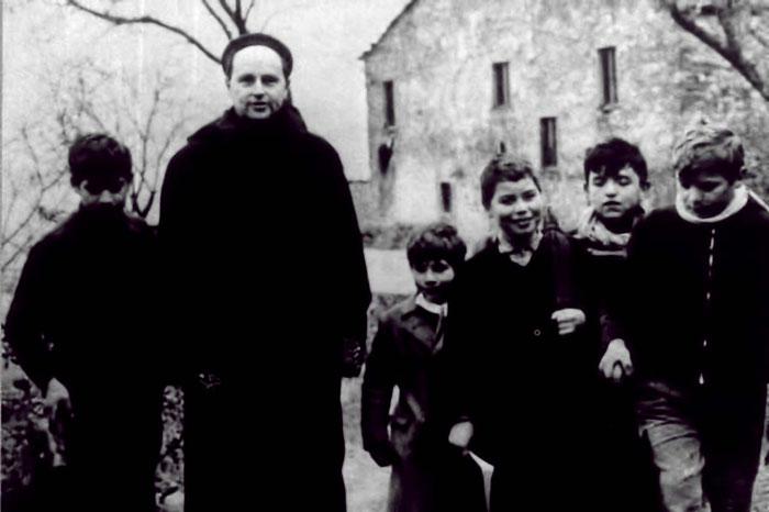 Lorenzo Milani con sus alumnos