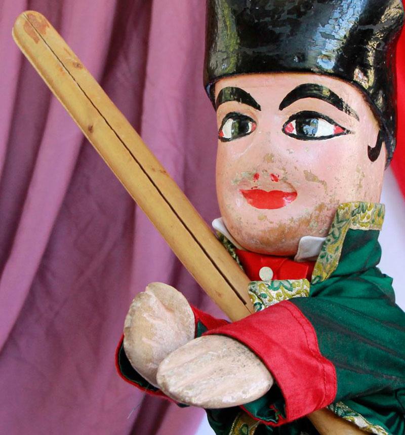 Marioneta con una estaca